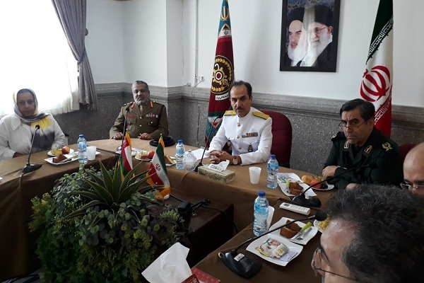 Iranian, Omani army medical departments vow to boost coop.