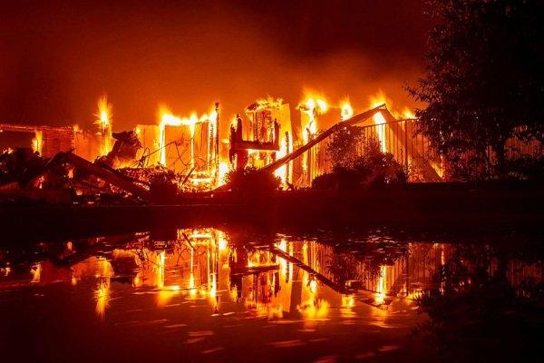 آتشسوزی وسیع در کالیفرنیا ادامه دارد/ ۳۷ هزار نفر تخلیه شدند