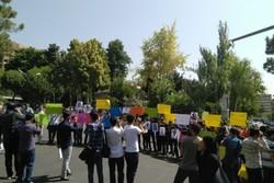 تجمع دانشجویان در اعتراض به بازرسی آژانس از دانشگاهها