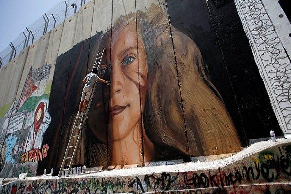 الإحتلال الإسرائيلي يعتقل رسامين إيطاليين بسبب رسمة جدارية لعهد التميمي