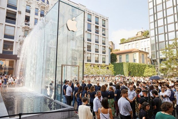اجبار دانش آموزان  چینی به کار در کارخانه اپل بررسی می شود