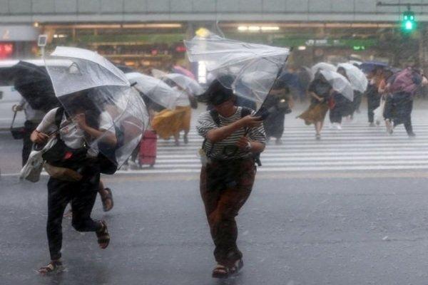 قتلى وجرحى في أقوى إعصار يضرب اليابان منذ ربع قرن