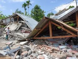زلزال بقوة 6.3 درجة يضرب جزيرة لومبوك الإندونيسية