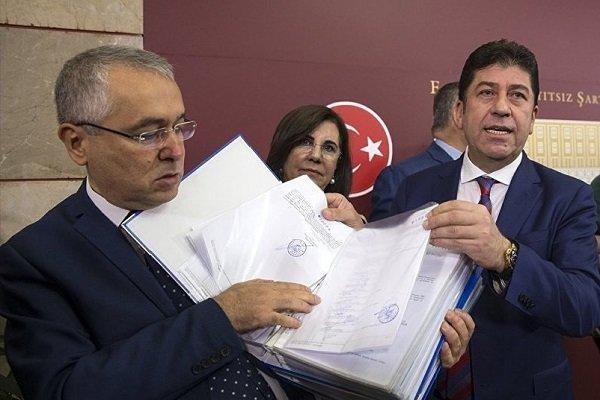CHP'de olağanüstü kurultay için imzalarda son gün