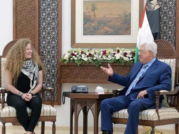 فلسطینی لڑکی عہد تمیمی کی فلسطینی صدر سے ملاقات