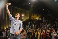 İranlı milli futbolcudan belgesel filmlere destek