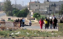 Syrian refugees leaving Rsas, returning to areas freed from militants