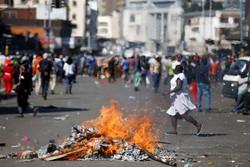 ادامه اعتراضات گسترده در زیمبابوه/ یکی از سران مخالفان آزاد شد