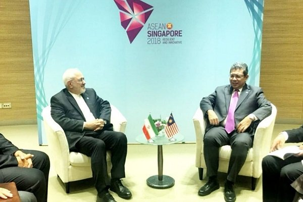 سنگا پور میں ایران اور ملائشیا کے وزراء خارجہ کی ملاقات