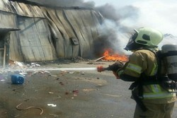 آتش سوزی گسترده در انبار کالای شهرری/حادثه مصدوم نداشت