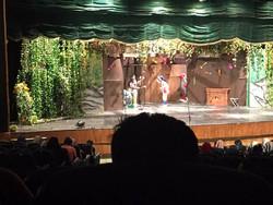 کودکان کار به تماشای تئاتر کودک نشستند/ضیافت «راز کلبه شکلاتی»