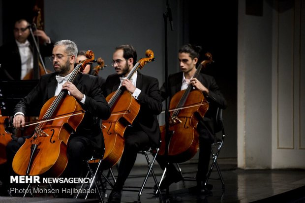 Fakhreddini conducts 'Culture and Art Orchestra' in Tehran