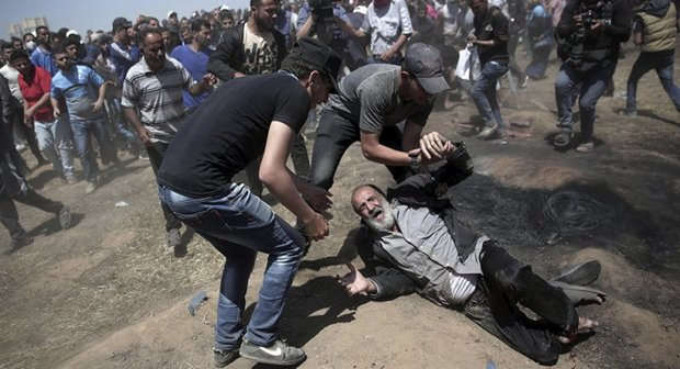 Number of Palestinians injured in clashes on Gaza border rises to 220
