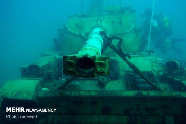 نقل الدبابات القديمة التابعة للجيش اللبناني الى قاع البحر