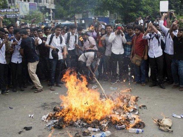 بنگلہ دیش میں ہزاروں مسلمانوں کا فرانس کے خلاف کارروائی کا مطالبہ