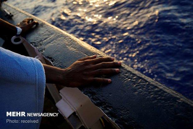 على متن سفينة اللاجئين