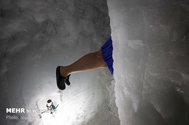 شنا در آب یخ