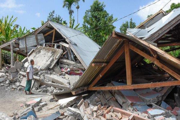 فلم/ انڈونیشیا میں آنے والے زلزلے سے ہلاکتوں کی تعداد 100 تک پہنچ گئی