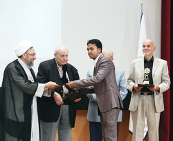 In a ceremony held on Sunday to mark the Islamic Human Rights and Human Dignity Day, human rights activists from Norway, Palestine and Bangladesh were given awards.