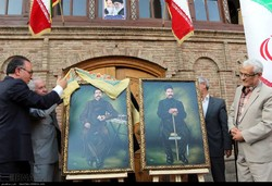 The officials of the Constitution House of Tabriz unveil portraits of Sattar Khan (L) and Baqer Khan, two leaders of the Constitutional Revolution, on August 5, 2018. (IRNA/Kazem Yusefi)