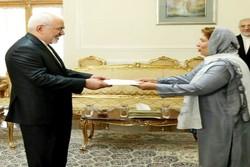 وزير الخارجية الايراني يستقبل سفيرة باكستان الجديدة