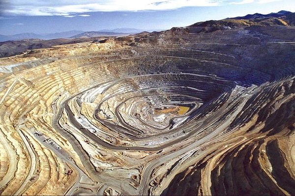 ذخائر دو مجموعه معدنی بزرگ استان یزد رو به اتمام است