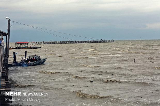 دریای خزر و خلیج فارس مواج می شود