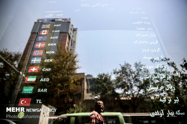قیمت دلار آمریکا ۲۹ بهمن ۹۸ به ۱۴۲۰۰ تومان رسید