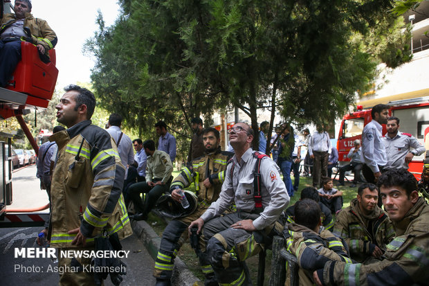 حريق بمبنى اداري في احد شوارع طهران