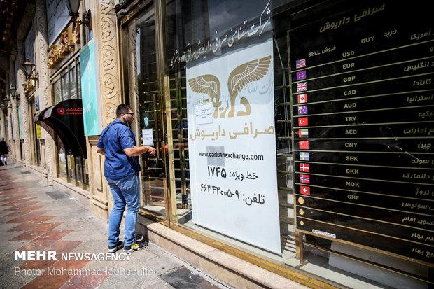İran'da döviz ve altın piyasası canlandı