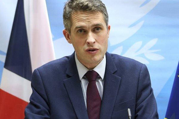 برطانوی وزیر دفاع حساس معلومات لیک کرنے پر برطرف