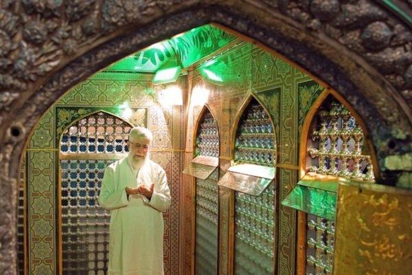 Devrim Lideri kutsal türbeyi temizleme merasimine katıldı