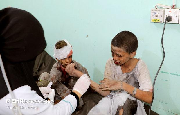 در این جنایت وحشیانه که صبح پنجشنبه رخ داد اتوبوس حامل دانش آموزان یمنی در ضحیان واقع در استان مرزی صعده هدف حمله هواپیماهای جنگی سعودی قرار گرفت که براثر آن بیش از 40 دانش آموز بیگناه شهید و بيش از 50 تن دیگر زخمی شدند. منابع پزشکی از احتمال افزایش تعداد شهدای این جنایت خبر دادند.