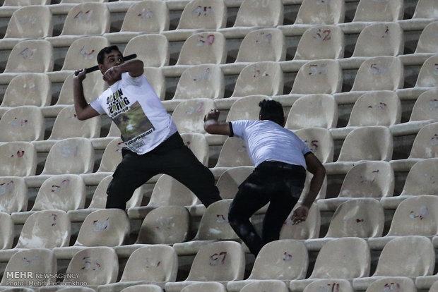 سکوهایی که وحدت ایرانیان راتهدید میکنند/این فوتبال را نمیخواهیم