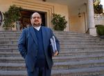 وزير الصناعة الإيراني يقدم استقالته والرئيس روحاني يوافق