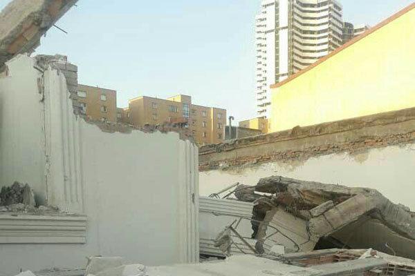آوار منزل مسکونی در اتوبان تهران کرج/ یک کارگر فوت شد