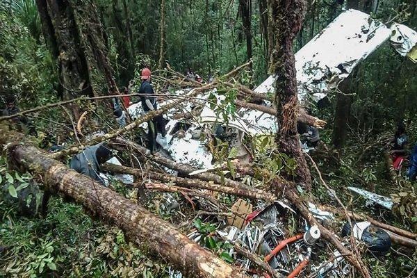 انڈونیشیا میں چھوٹا مسافر طیارہ گر کر تباہ / 8 افراد ہلاک