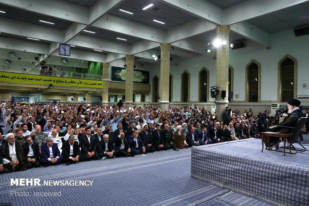 قائد الثورة يستقبل آلاف المواطنين من محافظة آذربيجان الشرقية