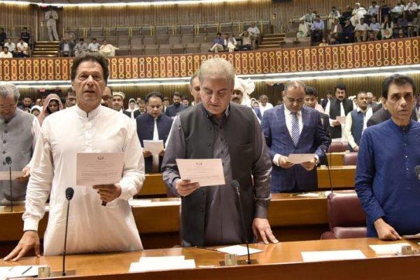 پاکستان کی قومی اسمبلی کے ارکان نے حلف اٹھا لیا