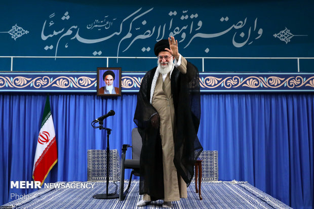 Leader receives officials, Islamic countries' envoys in Tehran