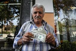 مردم در فضای مجازی درباره «سقوط شدید دلار» چه گفتند؟