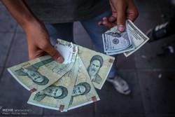 فروش دلار آزاد در بازار تهران