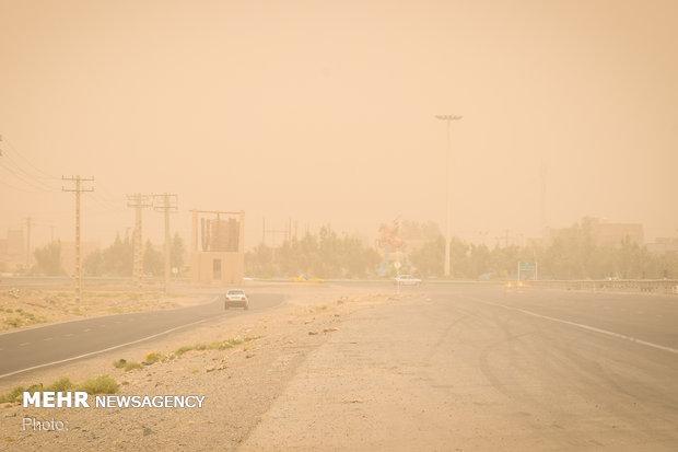رئیس اداره هواشناسی زاهدان: غبار گسترده دید افقی در زاهدان را به 3 هزار متر کاهش داد