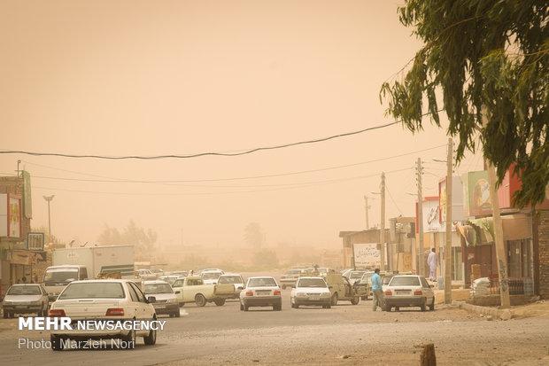 توزیع بیش از ۲ هزار ماسک در مناطق درگیر توفان شن,