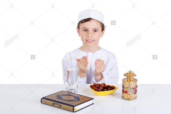 روزهداری دانشآموزان مسلمان هیچ مشکلی در مدارس ایجاد نمیکند