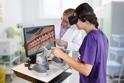 آموزش جراحی با هدست واقعیت مجازی