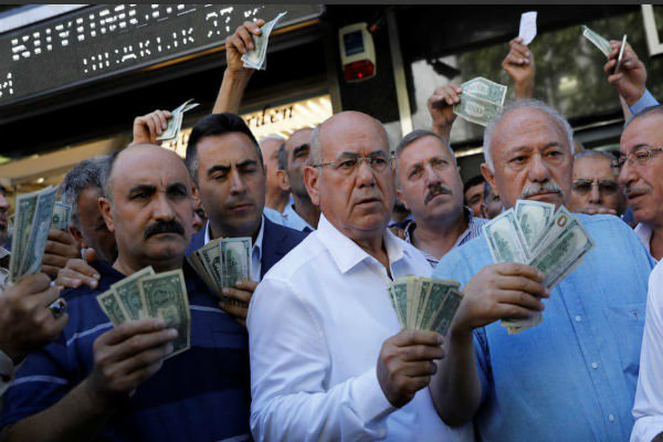 دلار، لیر، طلا، آیفون و بحث اتحاد ملی در ترکیه
