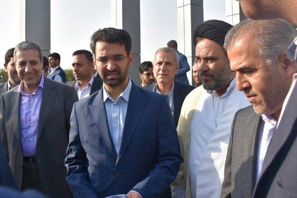 با استقبال استاندار بوشهرو مسئولین محلی ؛ وزیر ارتباطات وارد استان بوشهر شد