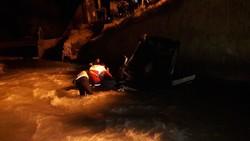 یک فوتی بر اثر سقوط خودرو به رودخانه کرج/جستجو ادامه دارد