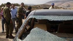 مستوطنون صهاينة يحطمون 40 سيارة فلسطينية بشمال الضفة الغربية